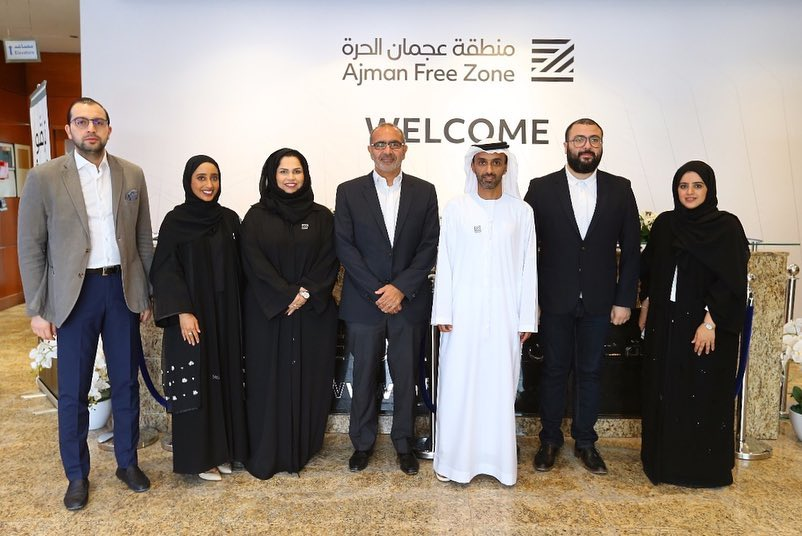 ahmed-bin-humaid-al-nuaimi-listens-to-a-number-of-employees-02